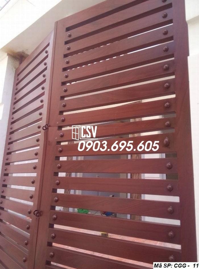Mẫu cửa sắt giả gỗ CGG