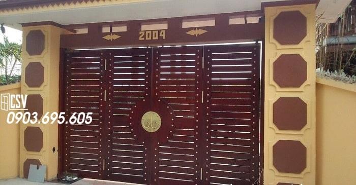 Mẫu cửa sắt giả gỗ 05